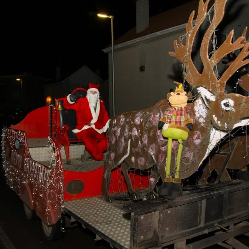 santas sleigh visits Tayport